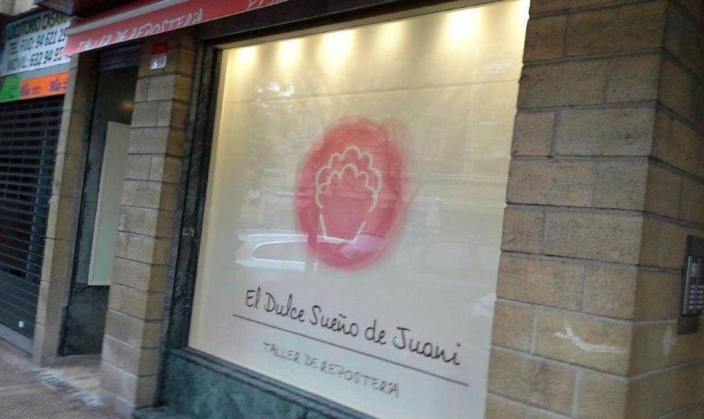Toldos articulados con stor rotulado en Bilbao