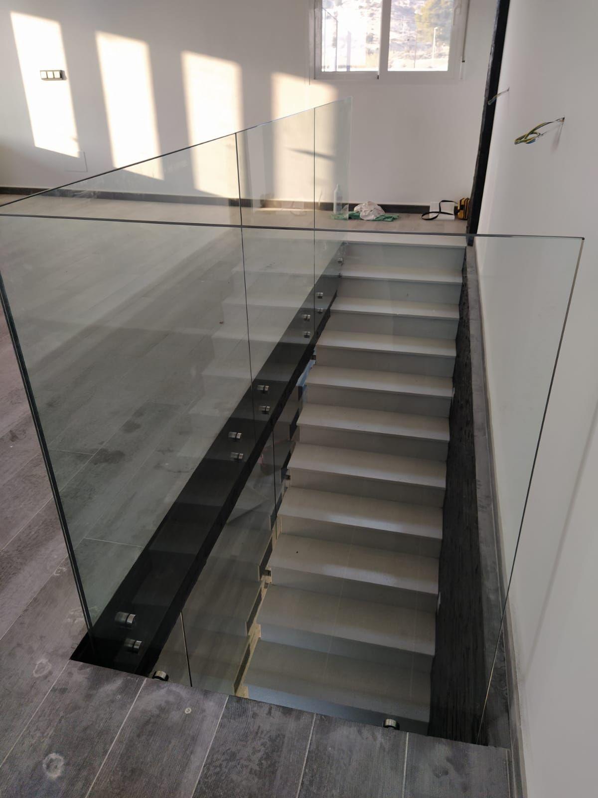 Barandillas con vidrio templado y botones: Catálogo de LMC Glass