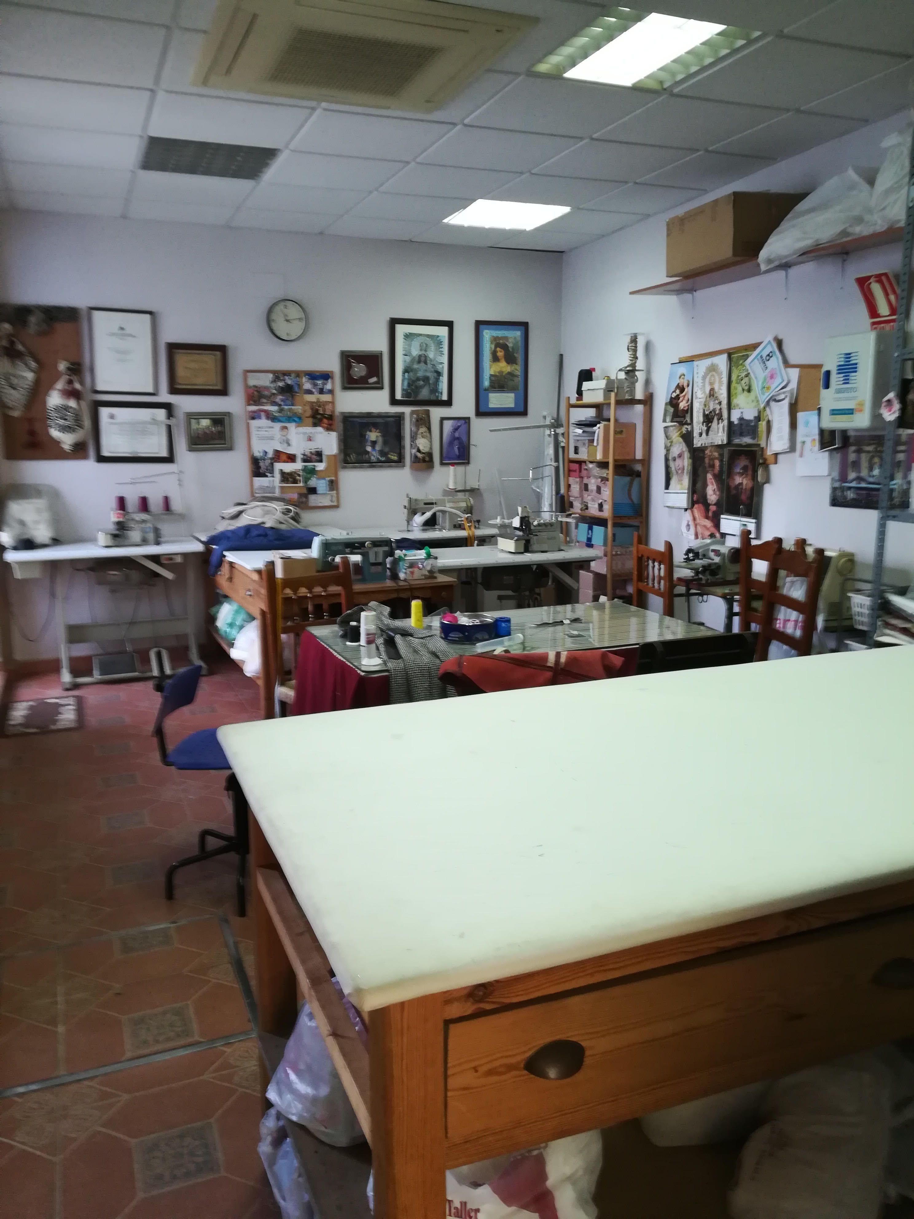 Desde 1983 trabajamos en nuestro propio taller