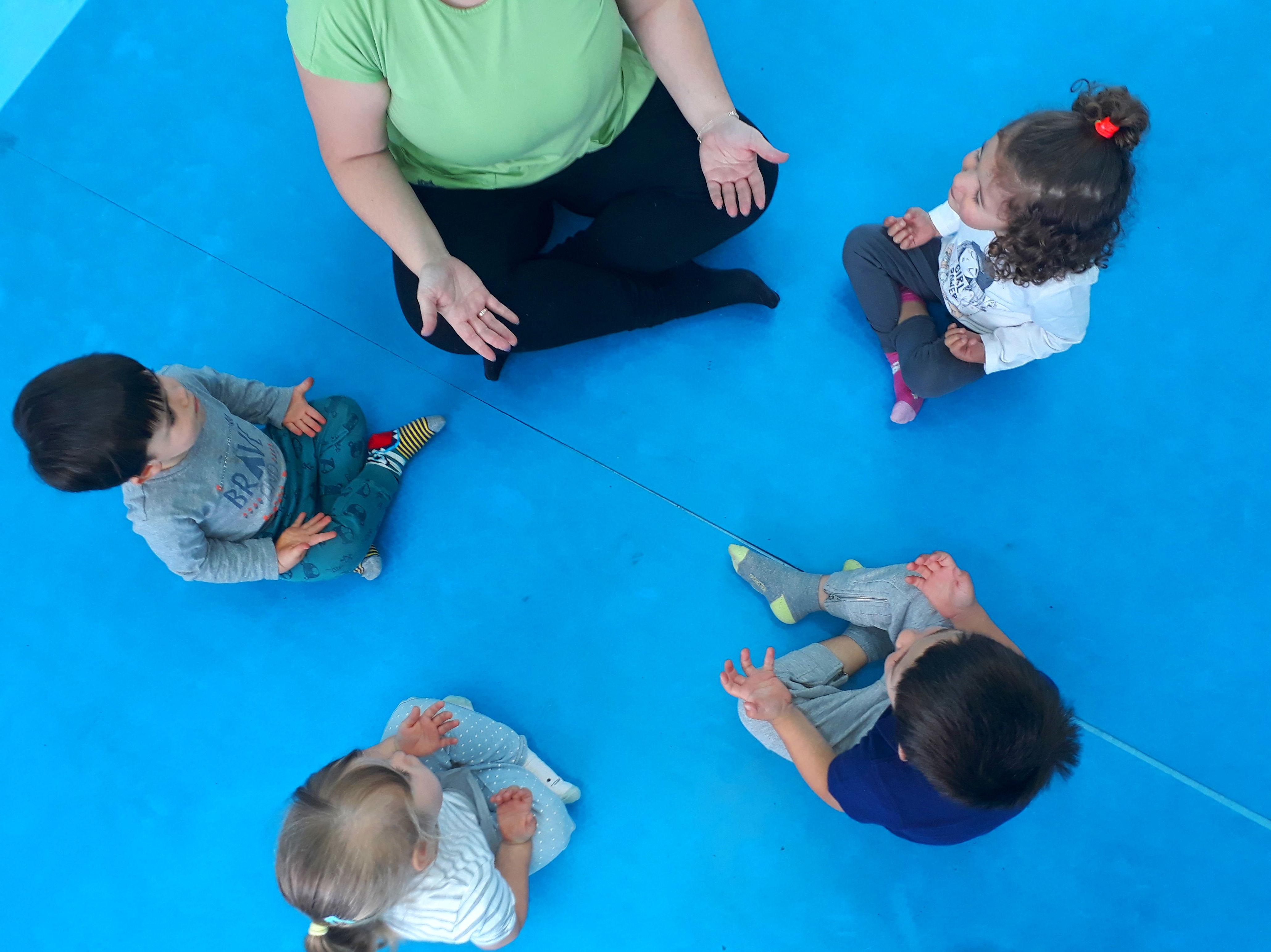 YOGA: Servicios de Escuela Infantil Crecer