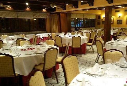 Salón Doce Escudos: Nuestra Carta y Servicios de Restaurante Mesón Del Cid