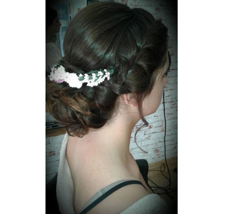 Recogido para novia con broche de flores
