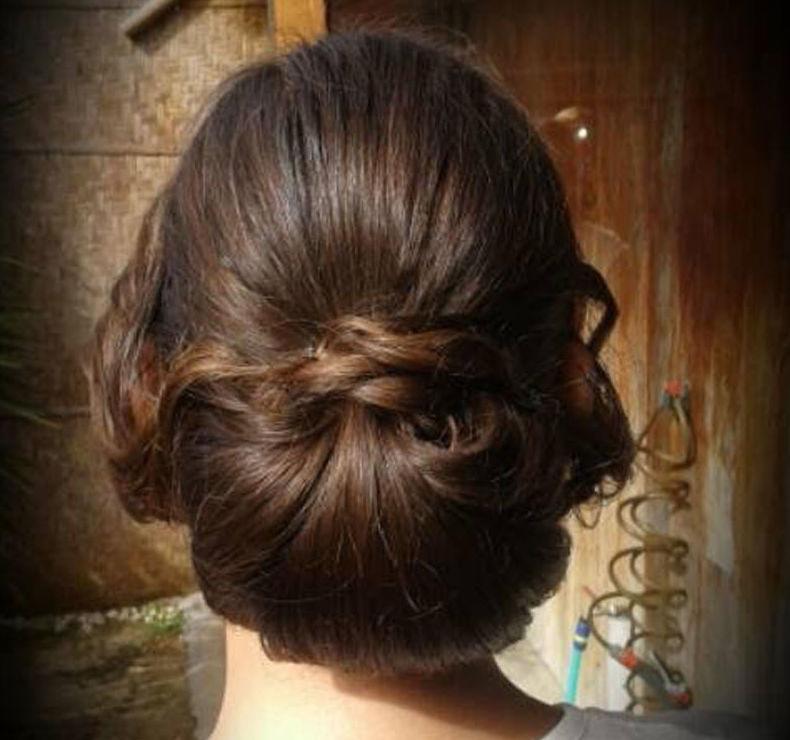 Peinado con moño bajo