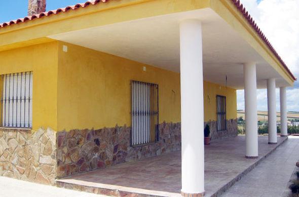 Reformas y construcciones en Mérida y Badajoz