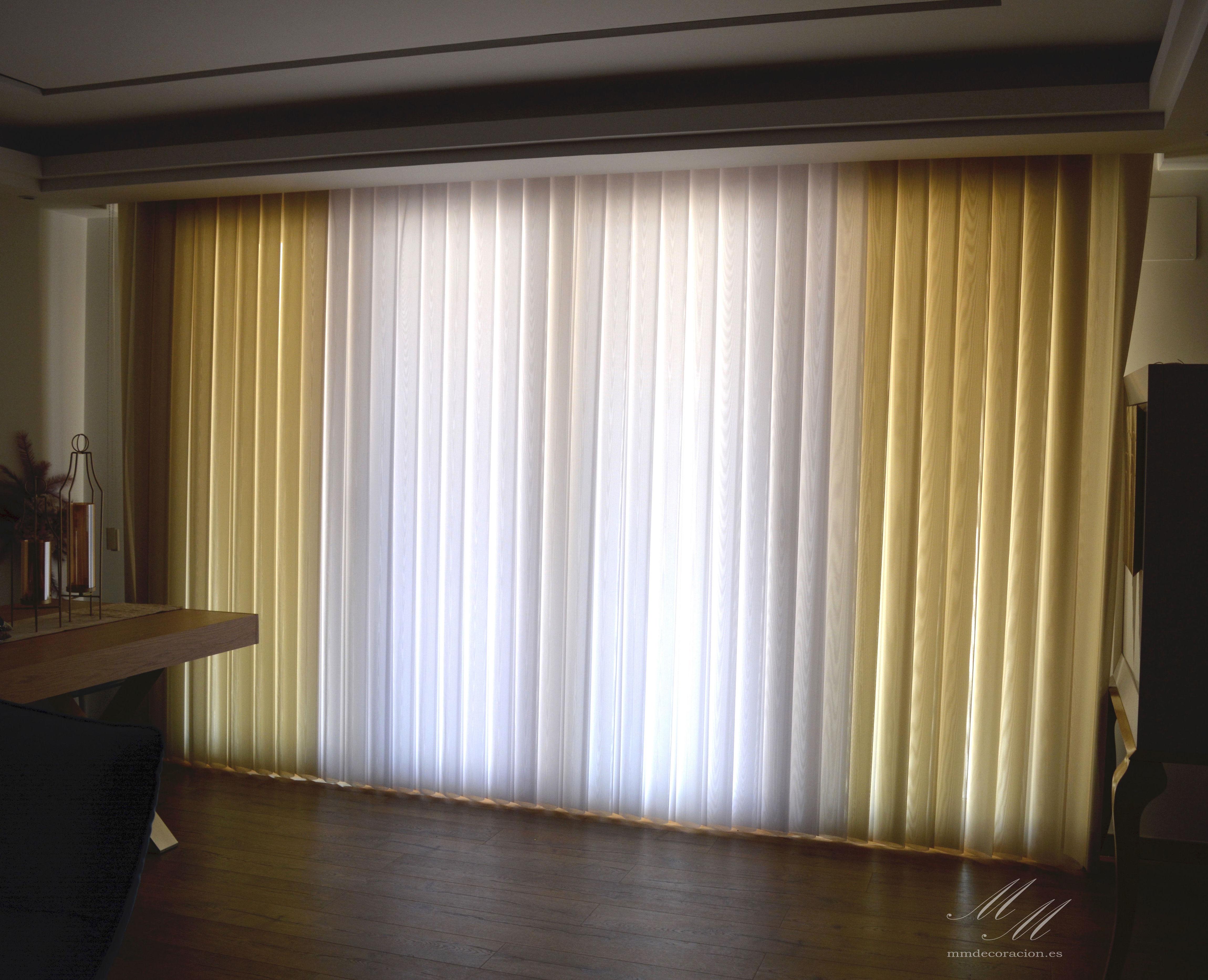 Nuevas cortinas Noche y día: Mediante estas persianas verticales de apariencia textil, se puede jugar con la exposición solar cerrando o abriendo su vuelo.