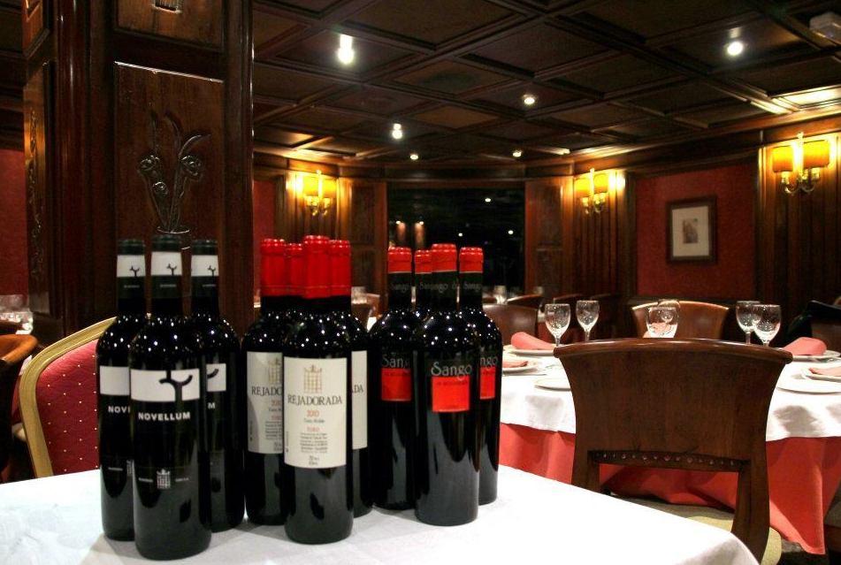 Botellas de vino de la bodega Rejadorada