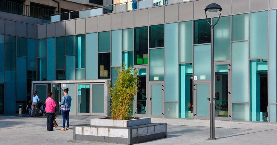 Acristalamiento de edificios públicos y negocios en A Coruña