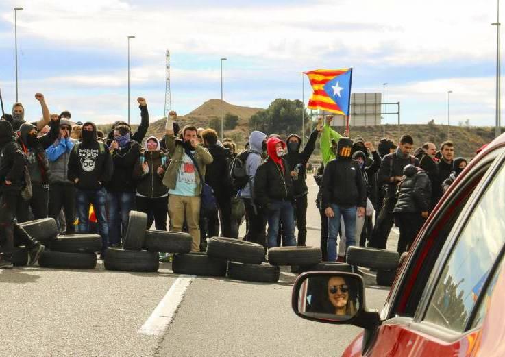 Los cortes de carretera afectan a las rutas de Cataluña.
