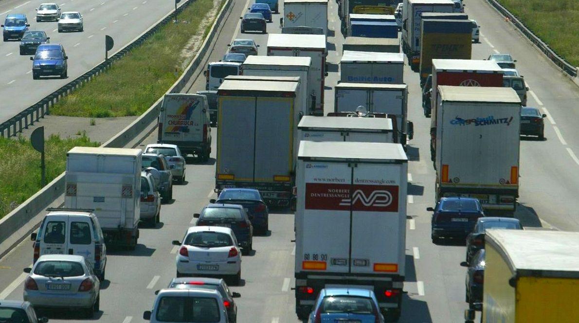 El 64% de los clientes de los transportistas incumplen los plazos de pago fijados por ley