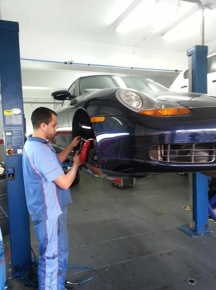 Reparación multimarca con disposición de coche de sustitución