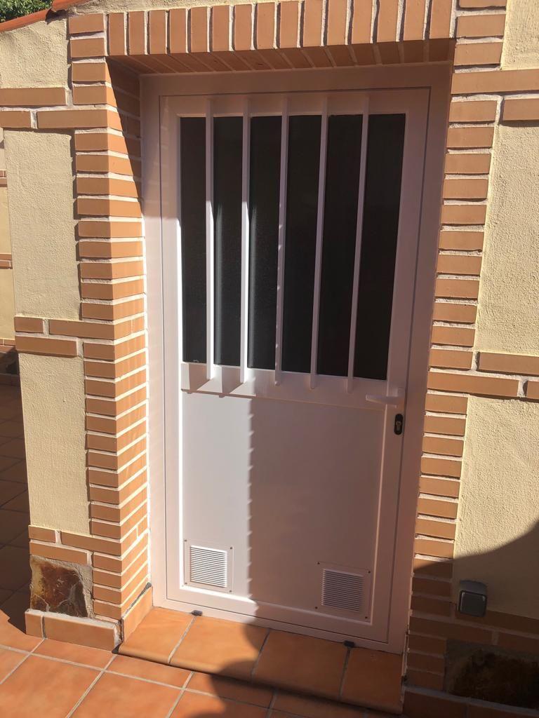 Puertas de exterior. Mantenimiento de comunidades de vecinos