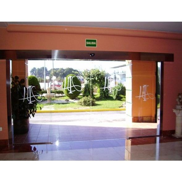 Puerta de Cristal: Productos y Servicios de Automatismos Julio