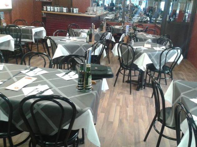 Comedor interior y terraza