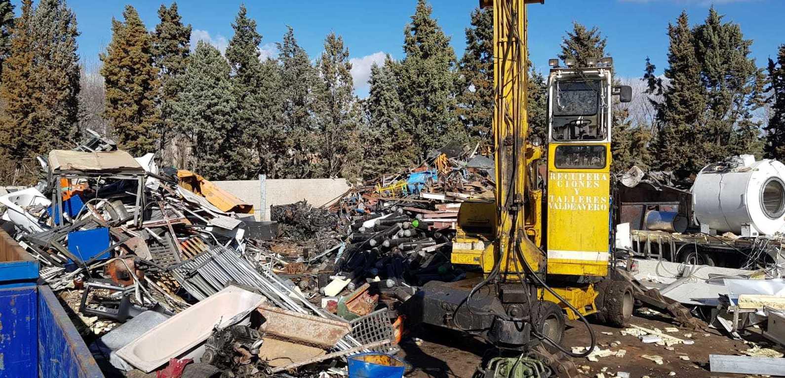 Foto 2 de Fabricación de contenedores en Valdeavero   Recuperaciones y Talleres Valdeavero