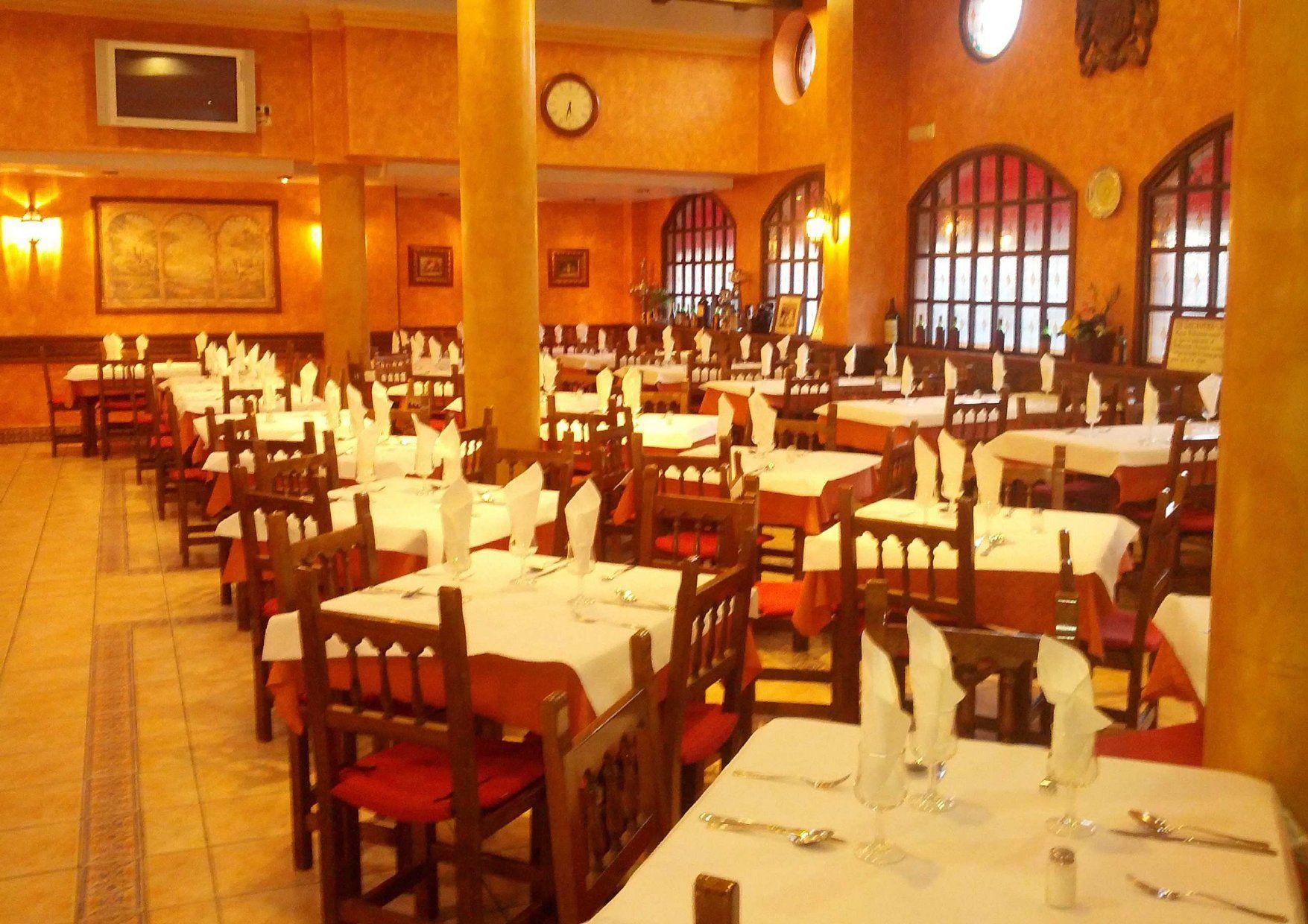 Amplio salón para comidas y cenas