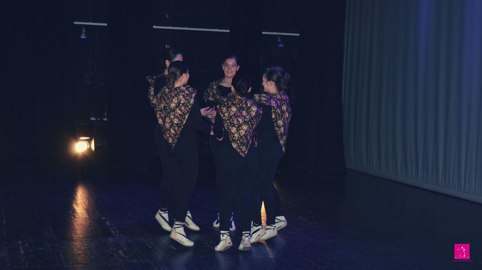 Folclore escuela de danza patricia Domenech