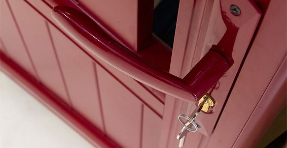 Fabricación y montaje de puertas: Servicios de Metalúrgicas Aguiló