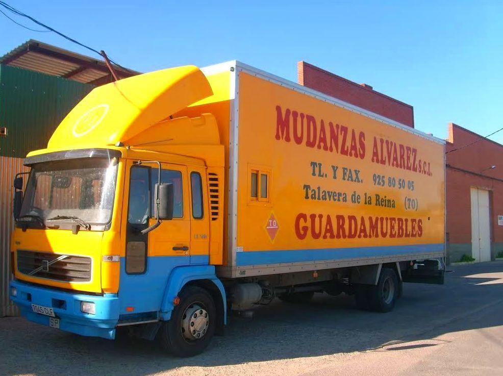 Alquiler de camiones con conductor: Servicios de Mudanzas Álvarez, S. Coop. Ltda.