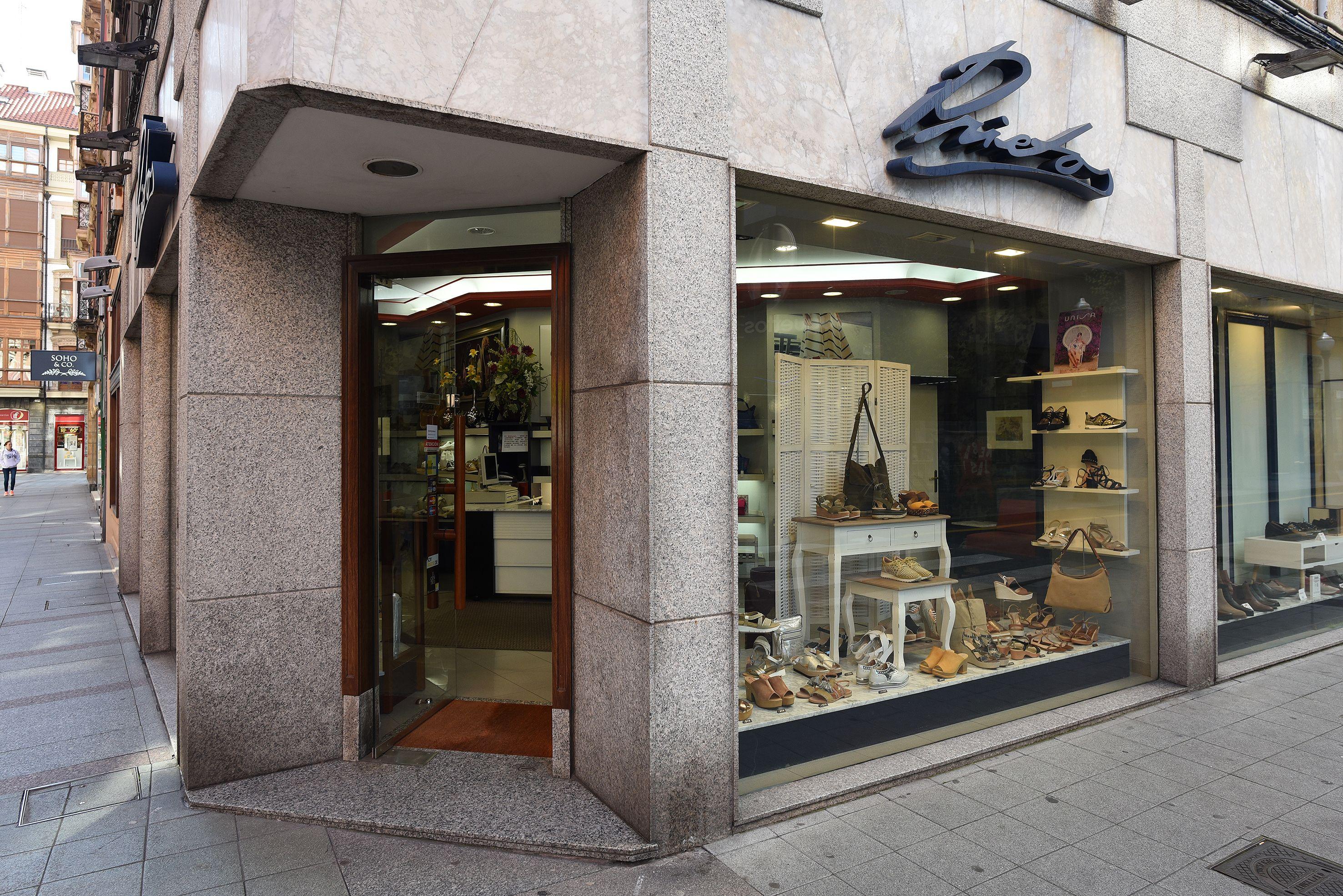 Calzados Prietos, abierta desde hace más de 65 años en Gijón