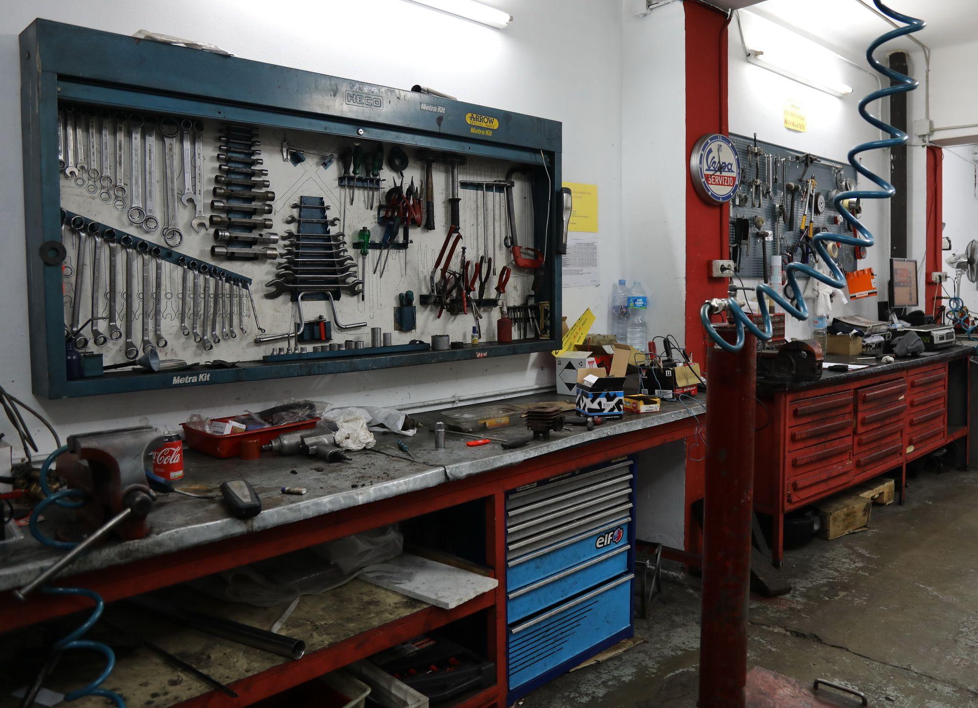 Espacio de reparación de Motos Borbó