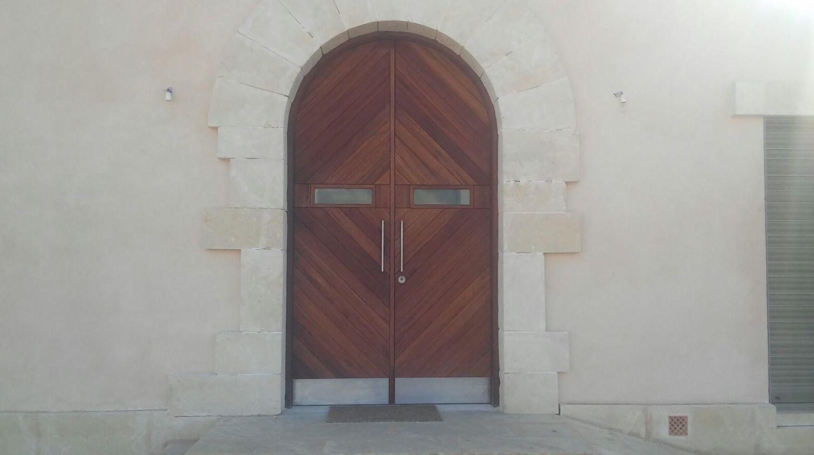 Puerta entrada madera