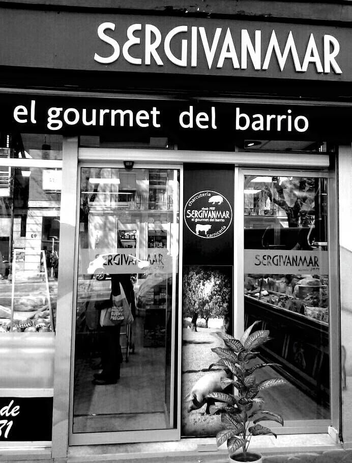 Venta de jamones en Embajadores Madrid