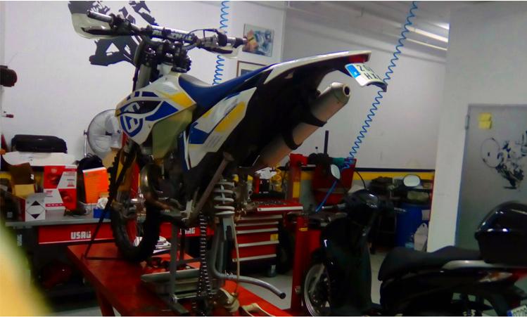 Estado de suspensión de la moto
