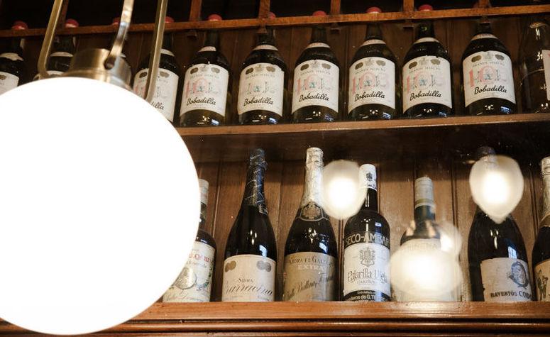 Bar de tapas con carta de vinos en Valencia