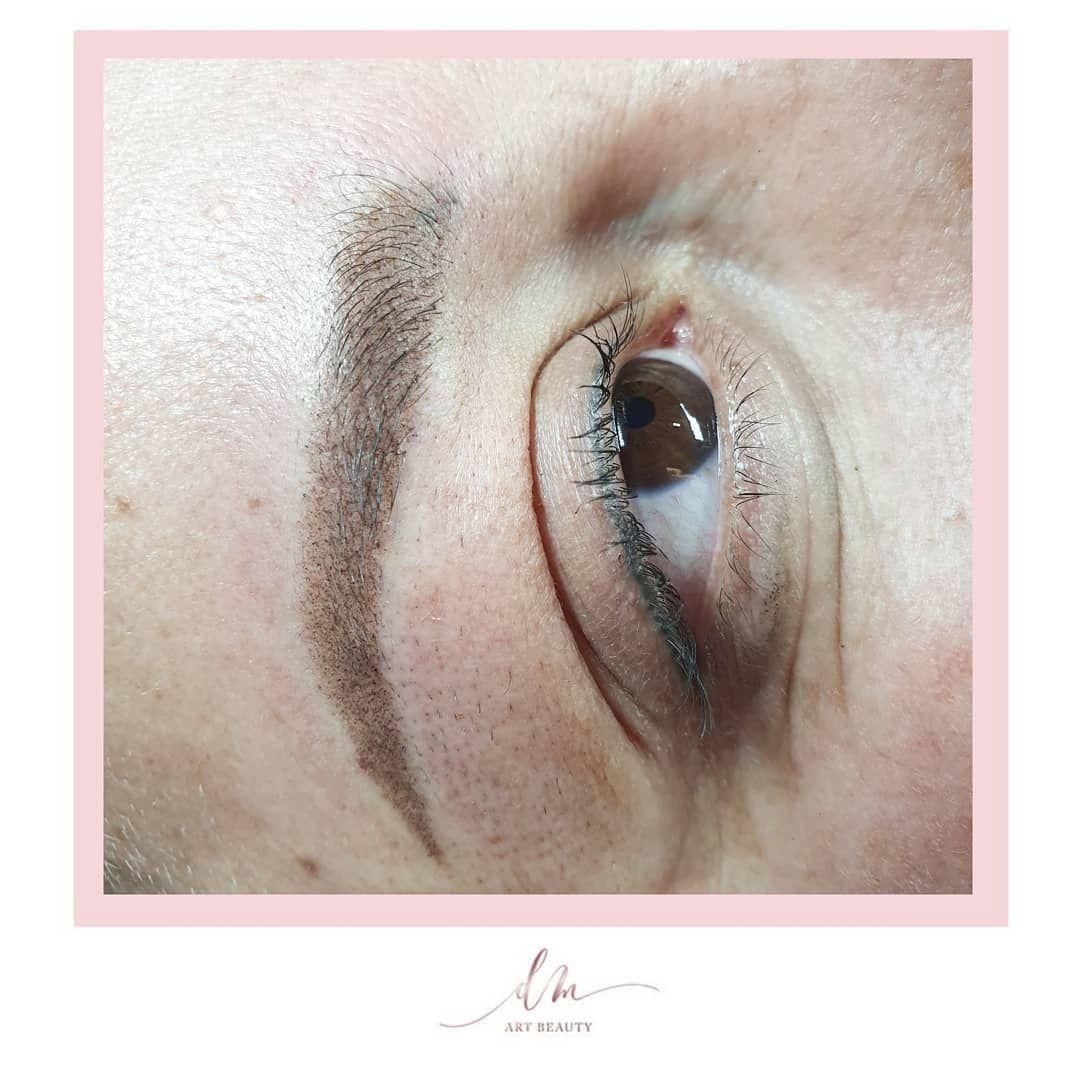 Micropigmentación de cejas con efecto difuminado, muy natural, una ligera sombra que queda muy bonito