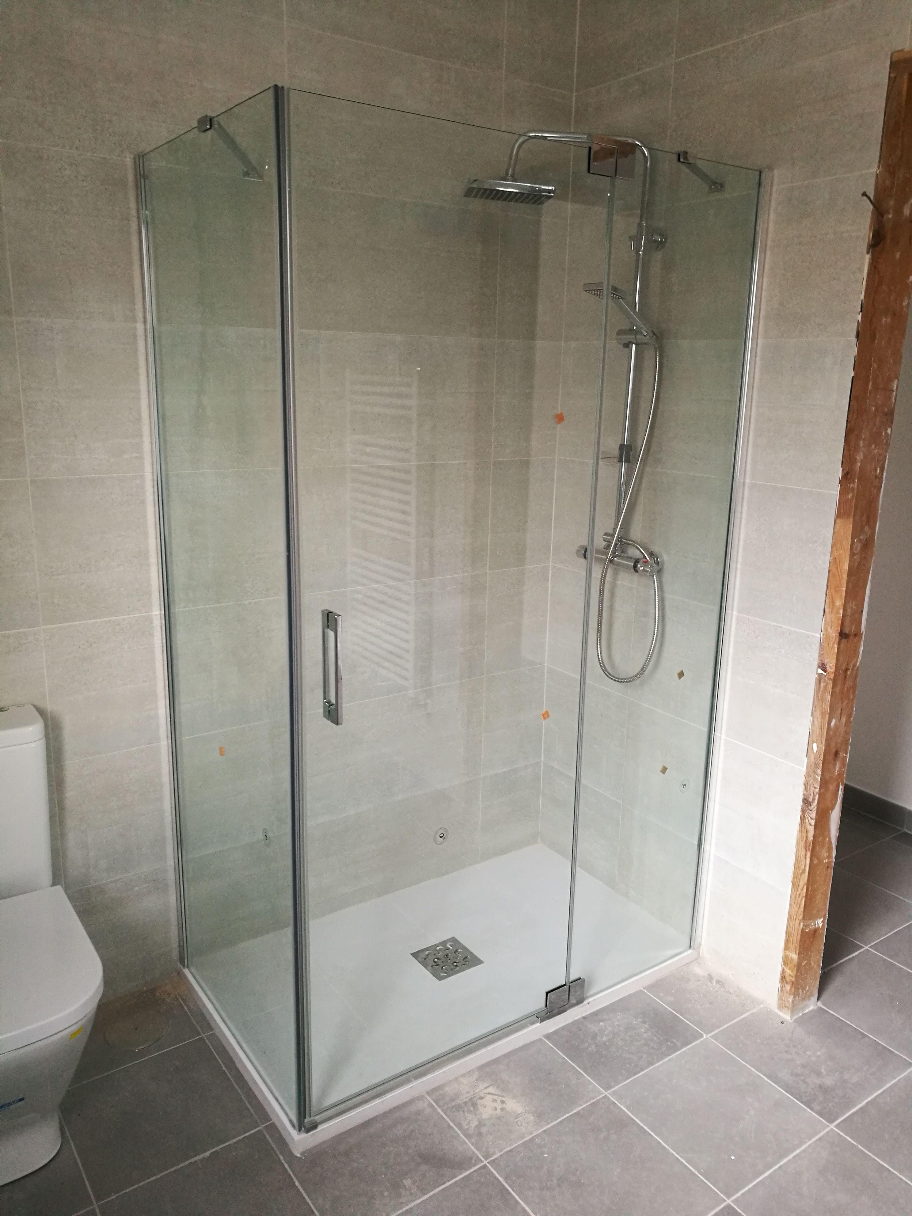 Reformas de baños: Servicios de Darío Llorente Instalaciones