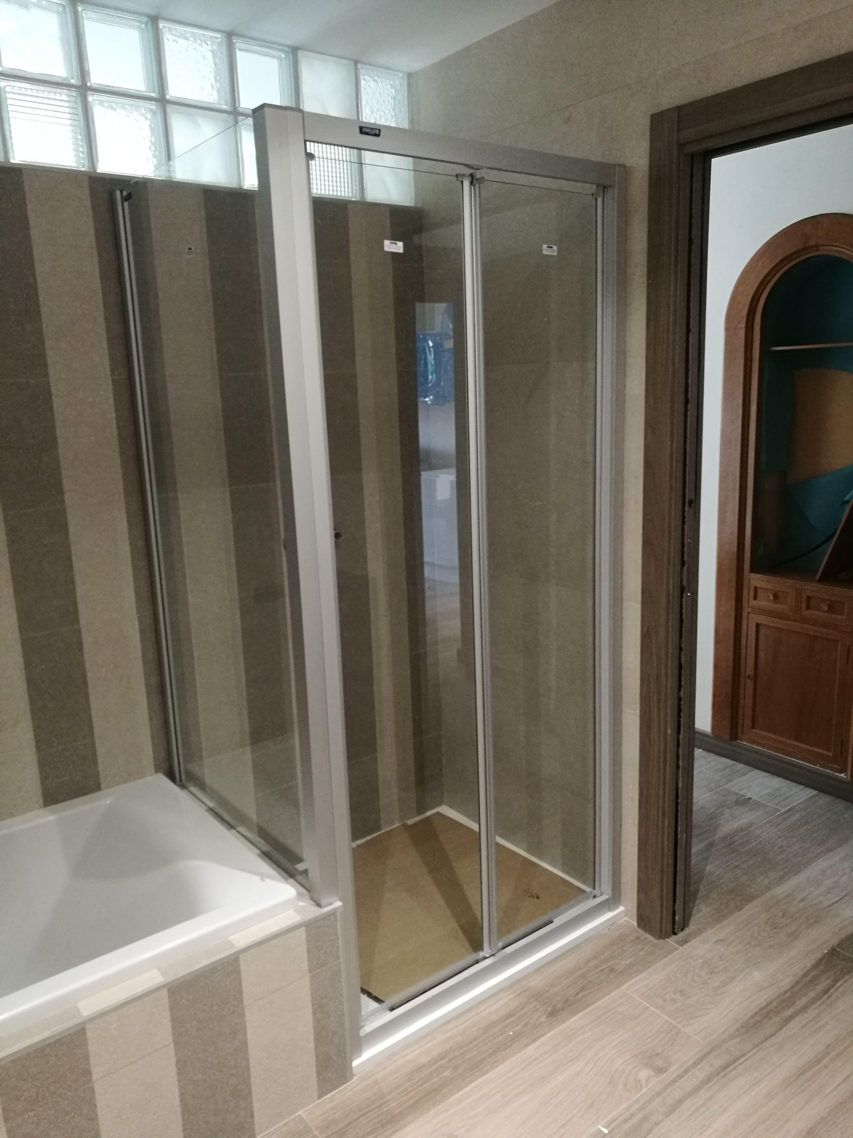 Mamparas de baño: Servicios de Darío Llorente Instalaciones