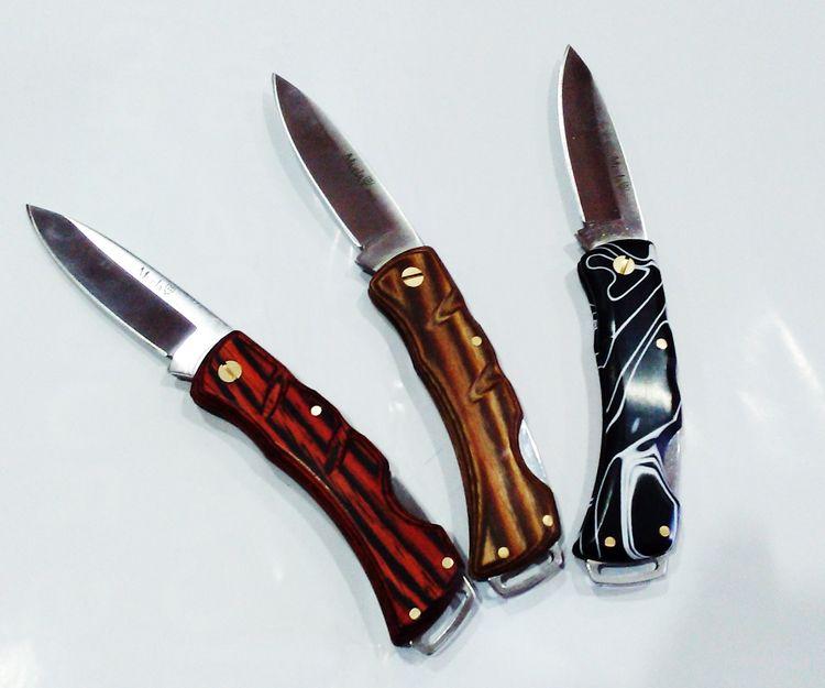 Navajas y cuchillo de caza en Denia