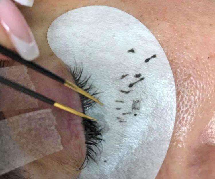 Extensión de pestañas pelo a pelo en Almería