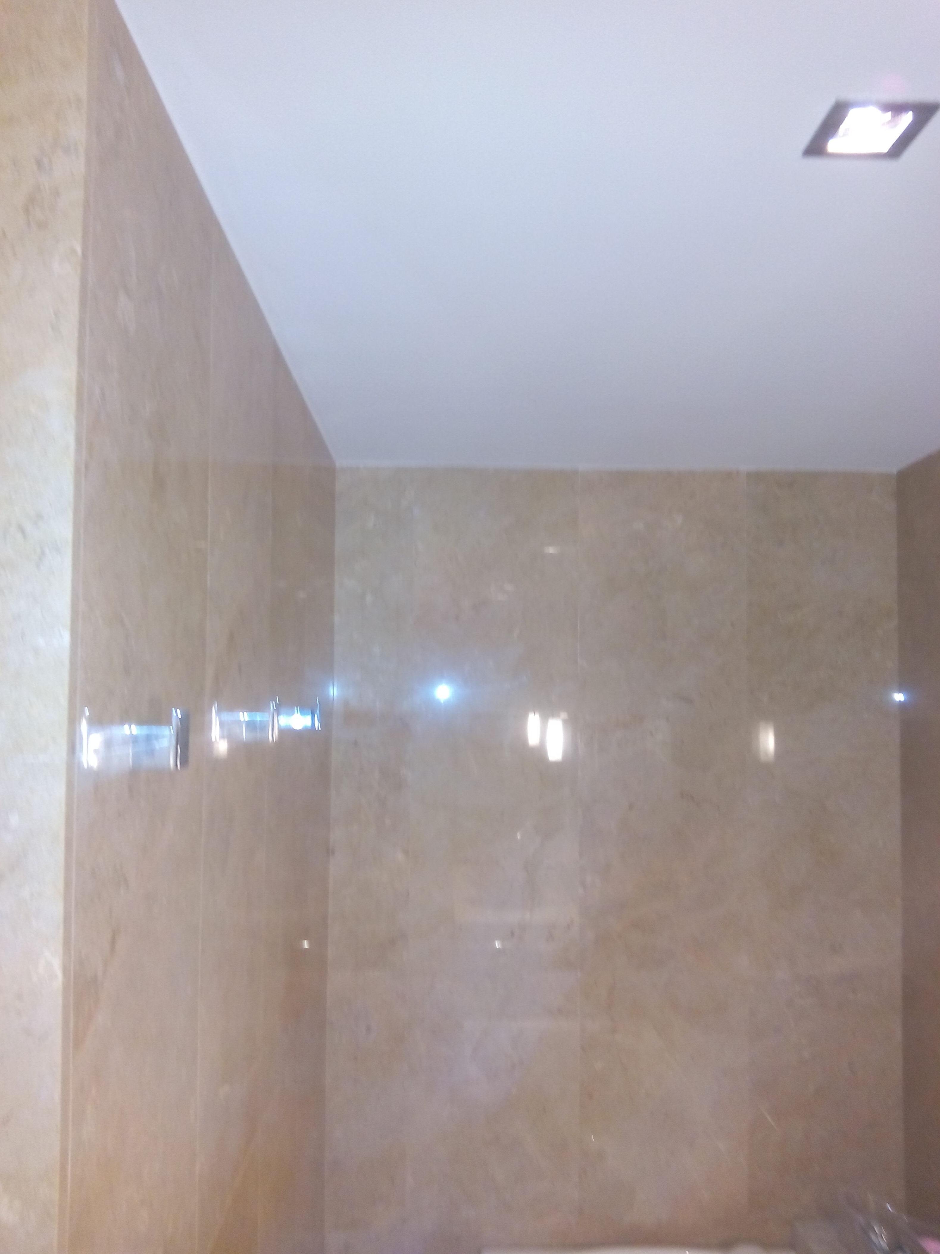 abrillantado de pared de marmol crema marfil