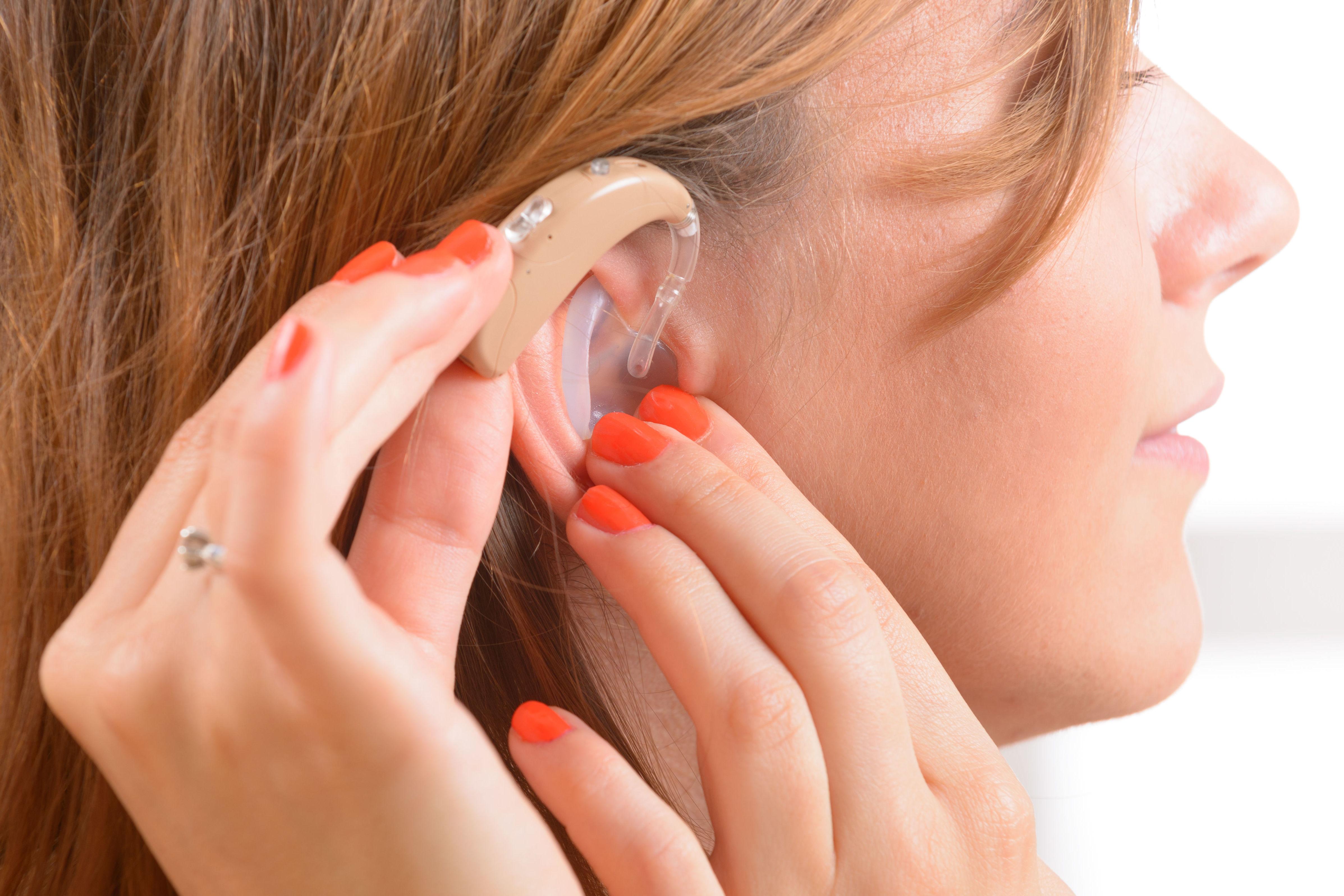 Adaptación de audífonos y ayudas técnicas : Servicios  de Centro Auditivo Julia Yáñez