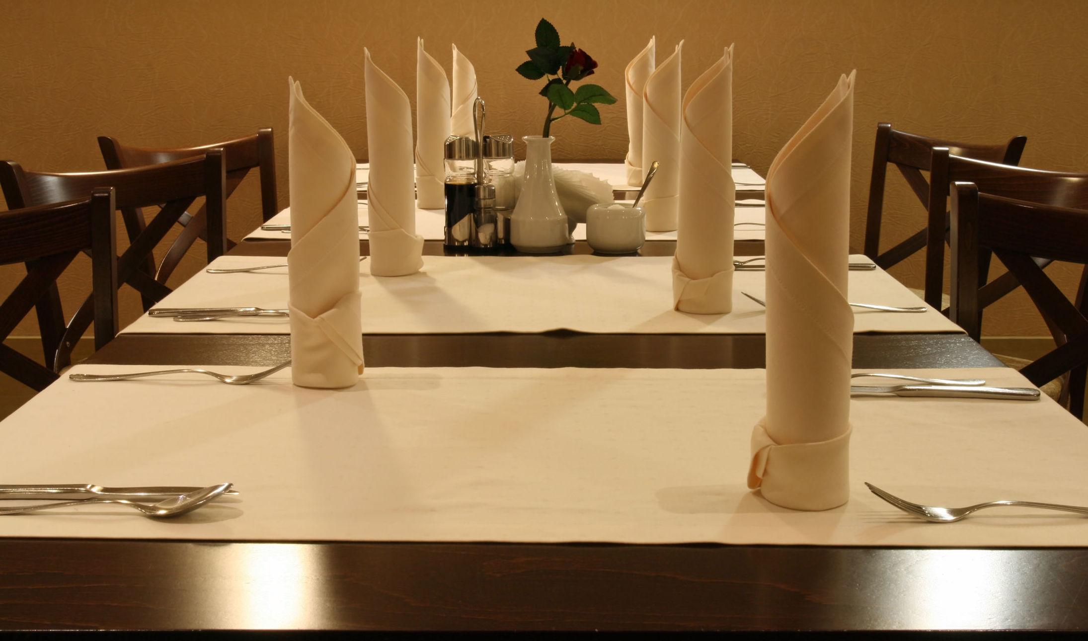 Capacidad para 200 comensales, organizamos banquetes para eventos y celebraciones.