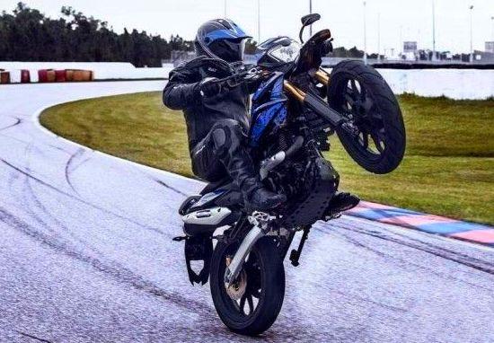 UM Hypersport 2015, motocicleta para recorridos difíciles