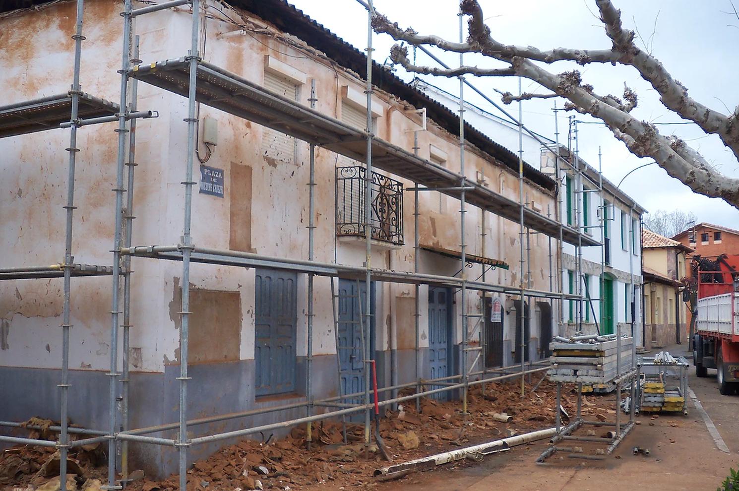 Revestimiento de fachada (antes) en Sueros de Cepeda, León