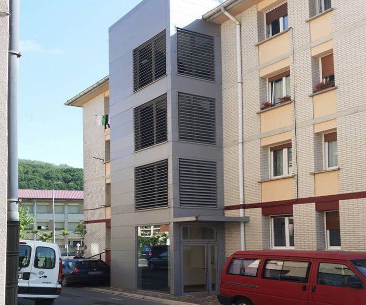 Instalación de ascensores en bloques de comunidades antiguas en Navarra