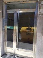 PUERTAS EN ACERO INOX: Servicios de Exposición, Carpintería de aluminio- toldos-cerrajeria - reformas del hogar.