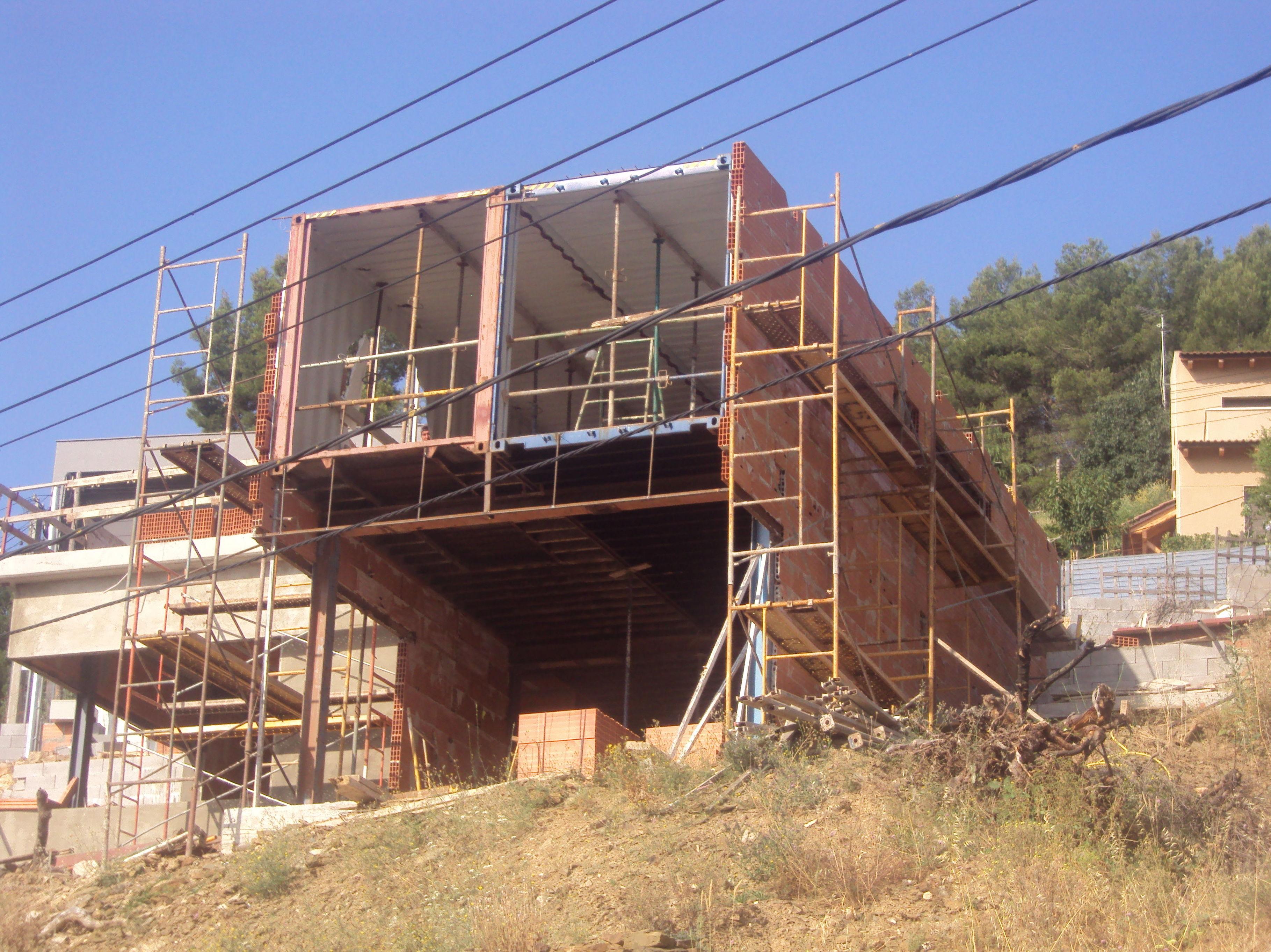 Arquitectura economica obra realizada con contenedores de barco Arquitectura 433 tlf 671703439