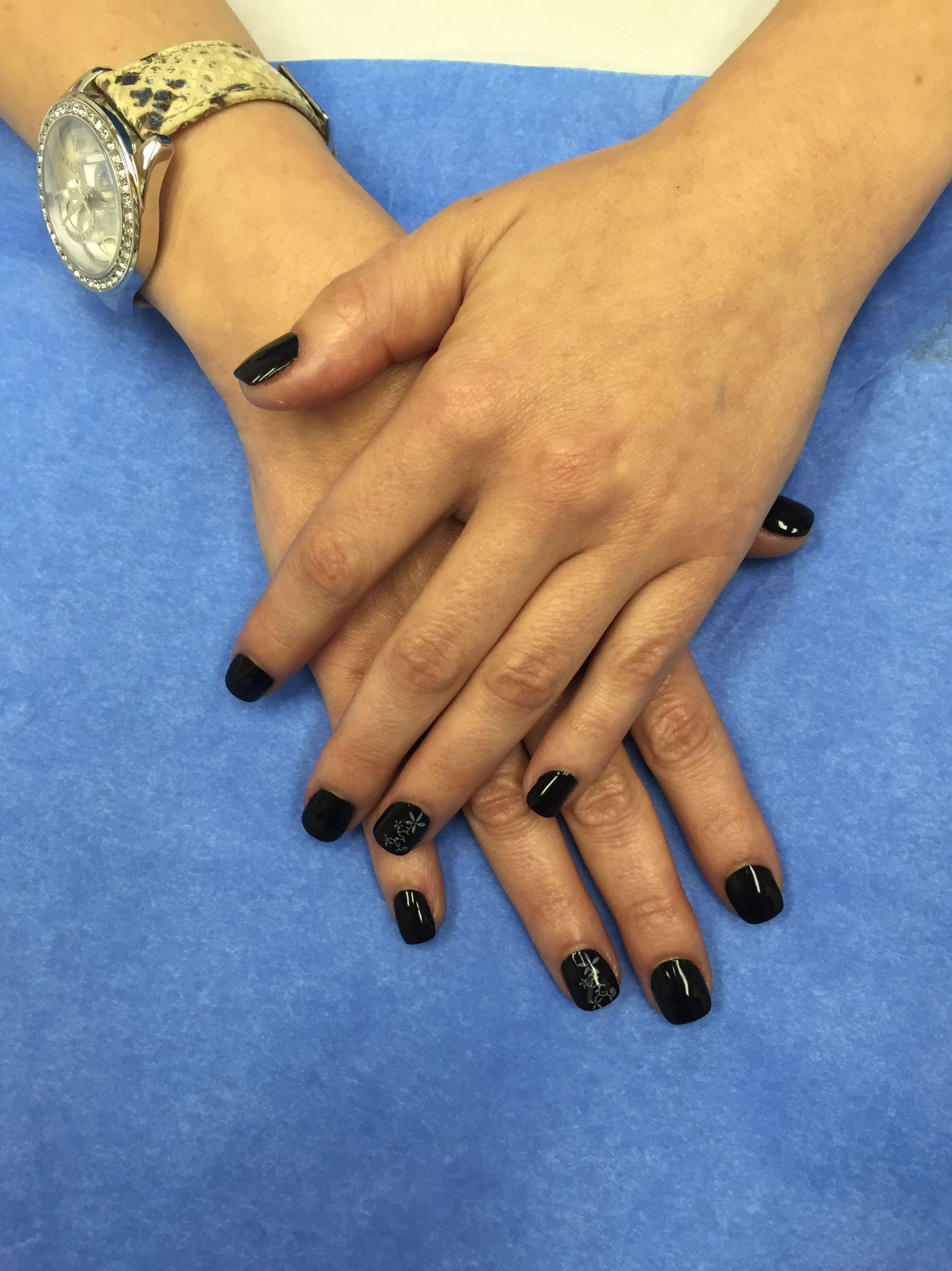 Manicura con esmalte semipermanente