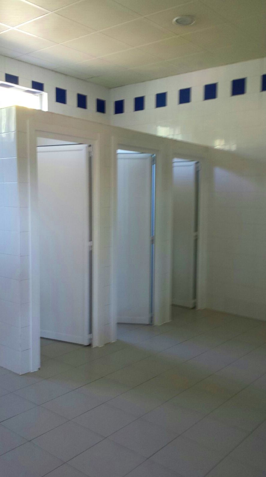 Puertas aseos publicos caballeros