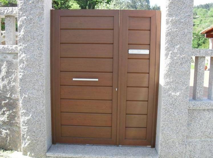 Puertas peatonales de chapa imitación a madera