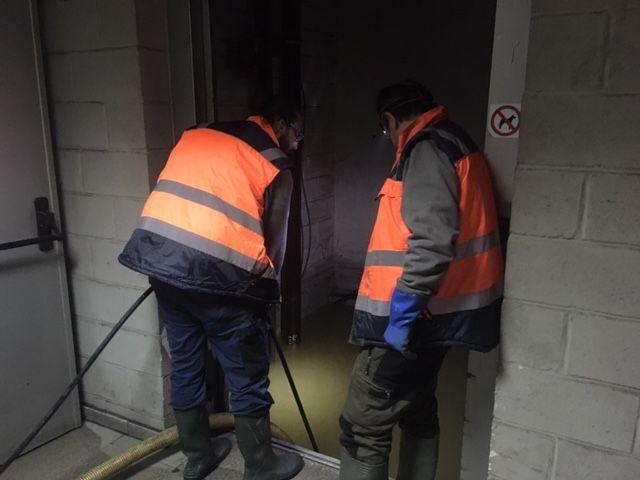Vaciado de hueco de ascensor inundado