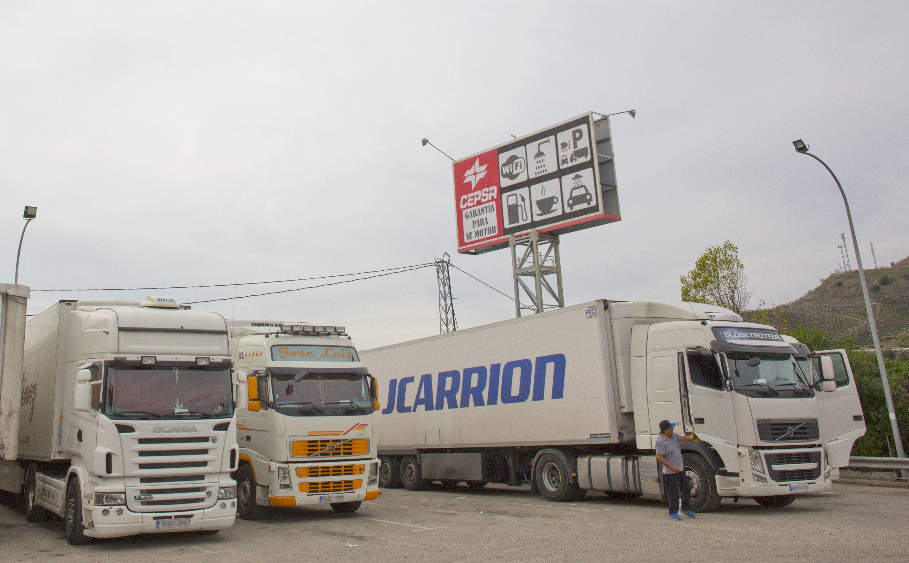 En Cepsa Cajiz ofrecemos parking para camiones