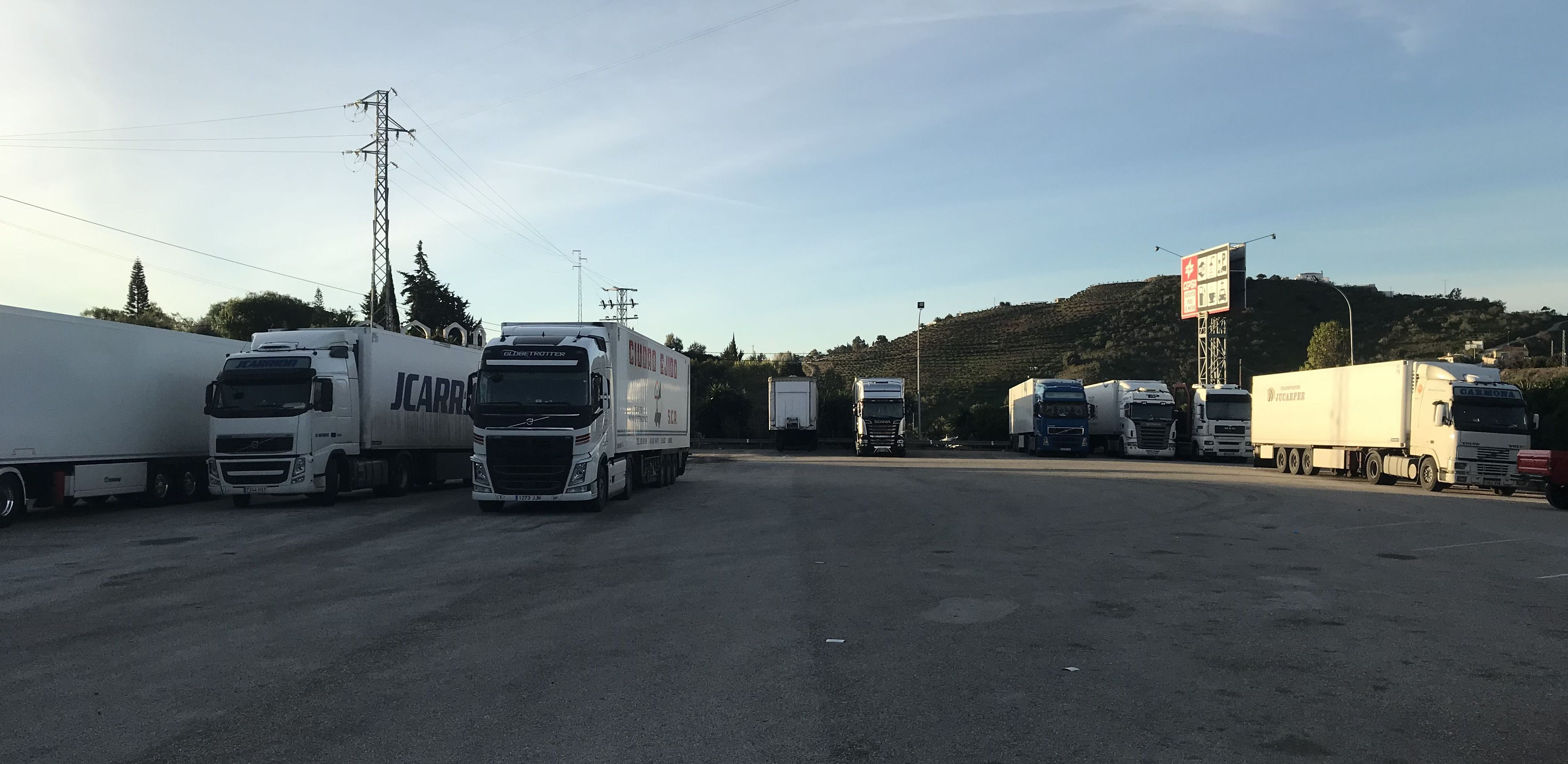 Gasolinera en Málaga con parking para camiones