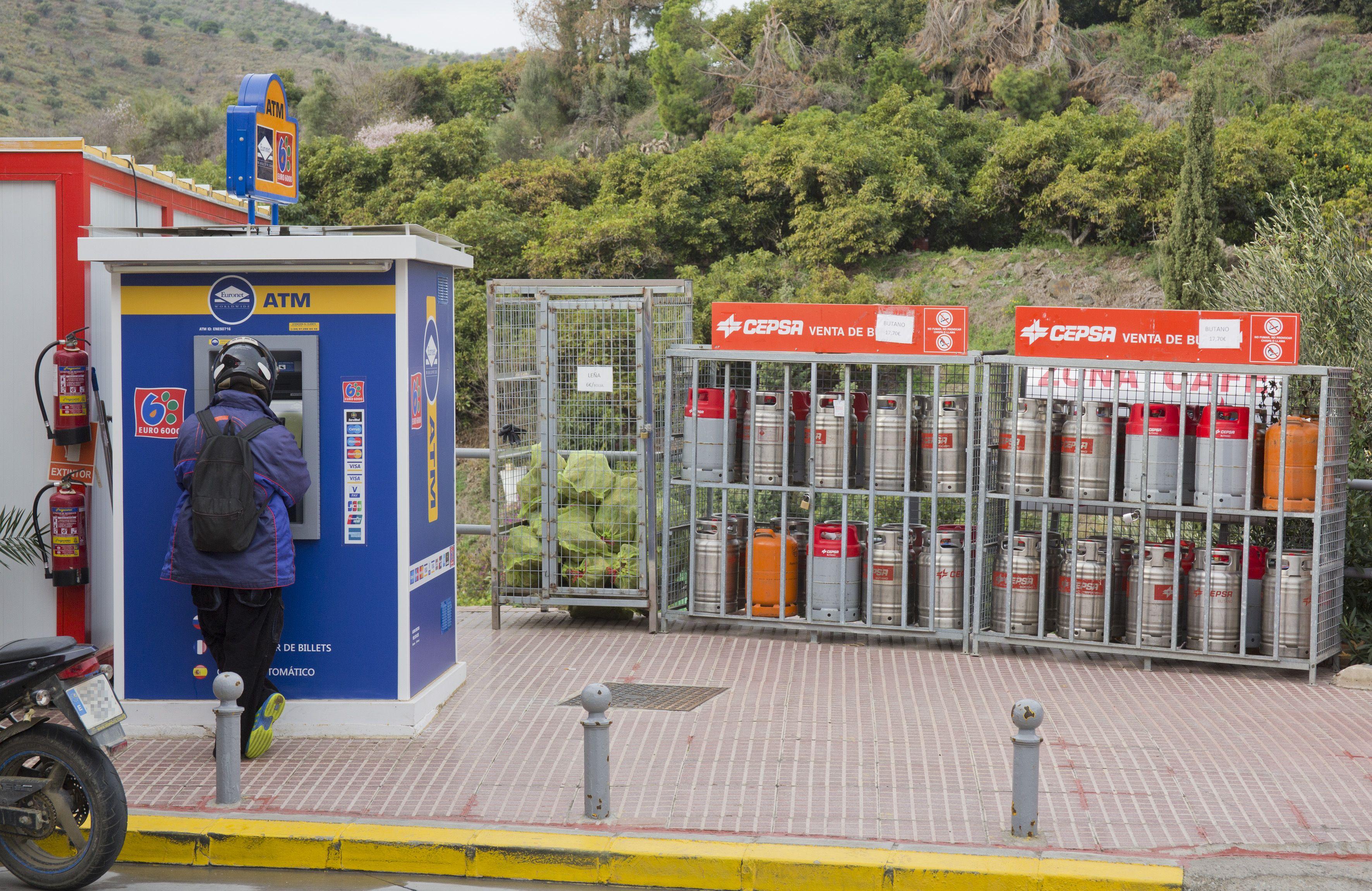 En Cepsa Cajiz contamos con cajero automático