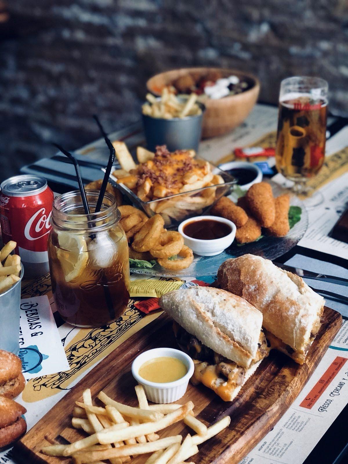 ¡Reserva tu mesa con nosotros!+