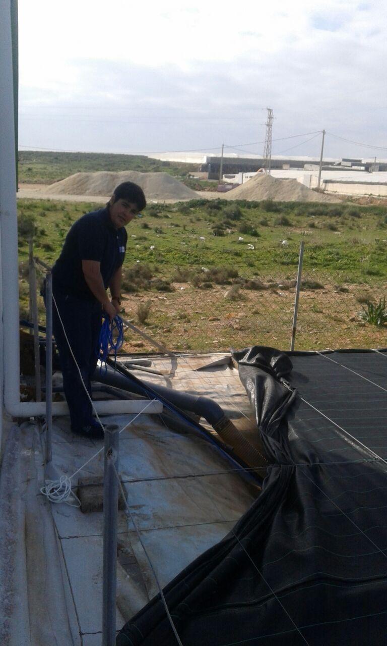 Instalación de bomba eléctrica en balsa